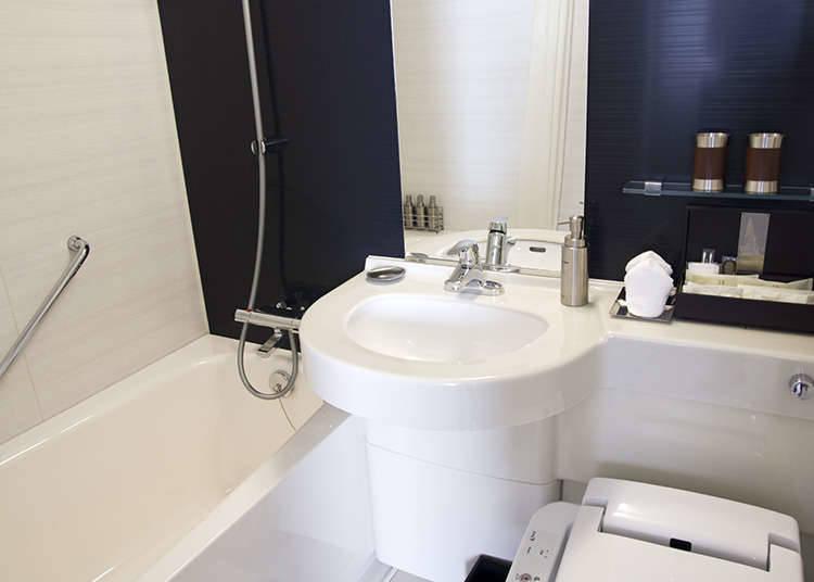 Unit mandian yang lazimnya kelihatan di hotel
