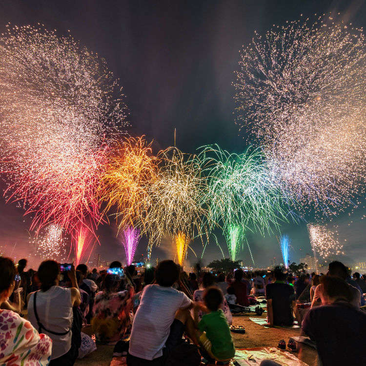 Pertunjukan Kembang Api yang Mewarnai Langit Malam Musim Panas di Tokyo