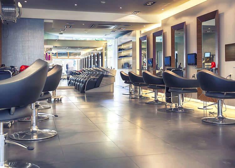 ร้านเสริมสวยและ Nail Salon (ร้านเสริมสวยสำหรับเล็บมือและเล็บเท้า)