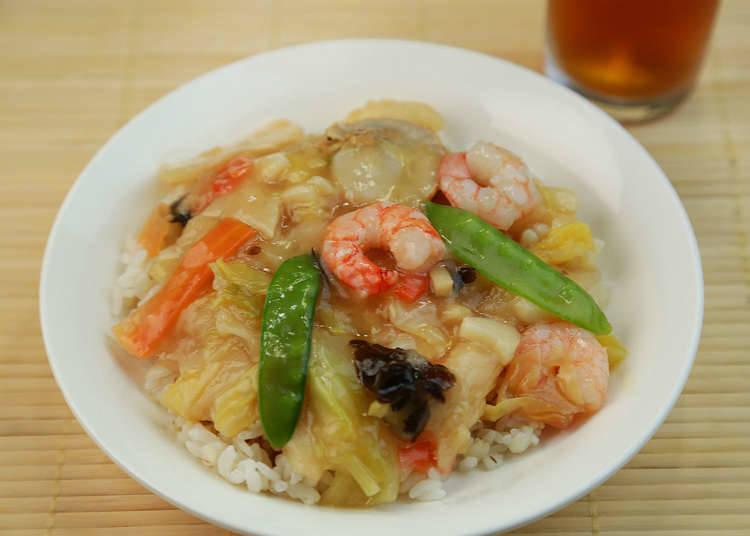 Nasi goreng dan menu nasi sebagai hidangan masakan rumah