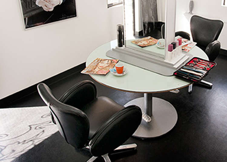 Sin Den: a Famous Salon Beloved by International Artists