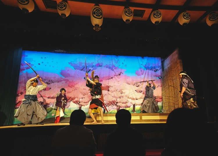 在武士宅邸欣赏戏剧和传统技艺