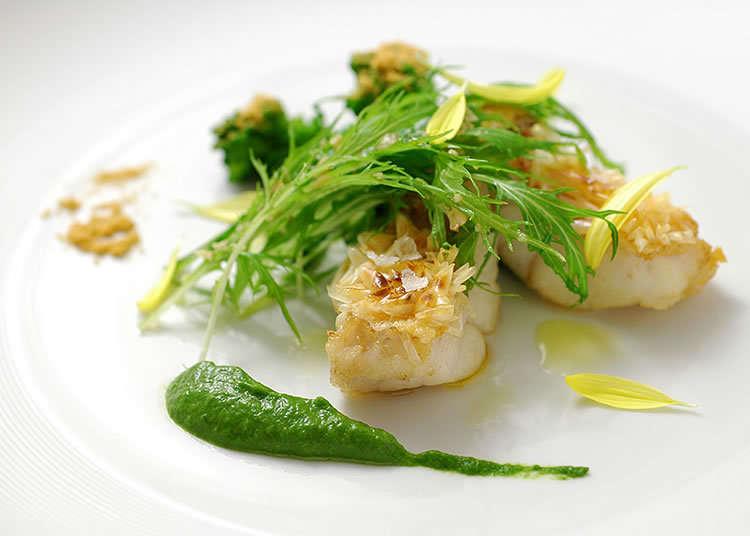 Hidangan Tengahari Mewah Perancis Di Restoran Klasik
