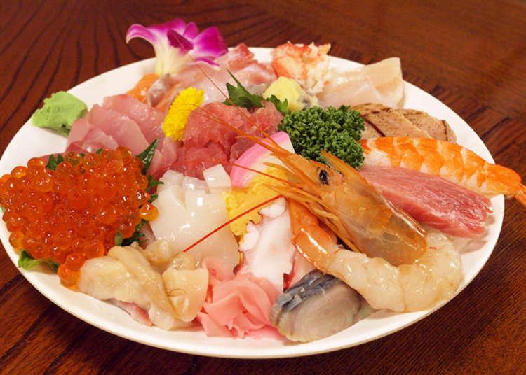 盛有握壽司的豪華海鮮丼