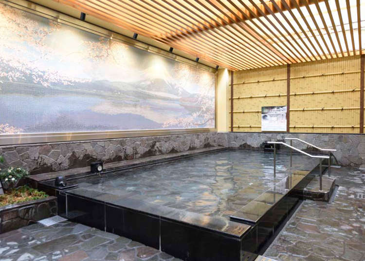A Relaxing Open-Air Hot Spring in the Middle of Shinjuku