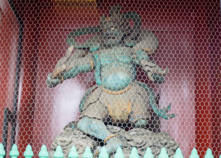รูปปั้นเทพเจ้าสายฟ้า และเทพเจ้าแห่งลมผู้พิทักษ์ประตูคามินาริมง