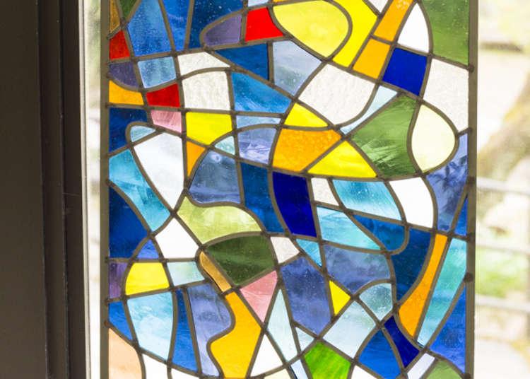 同時設立彩繪玻璃工房