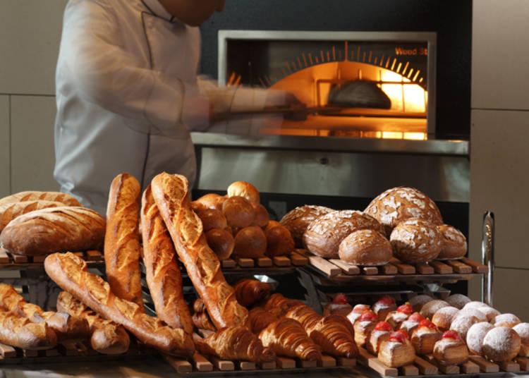 釜で温めるパンはできたての味わい