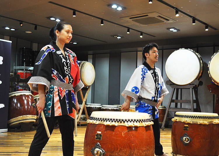 "The Taiko Lesson Begins: Picking Up the ""Bachi"" and Warming Up"