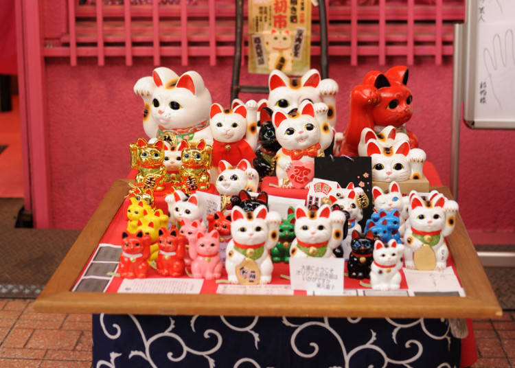 Colorful Kitties - Maneki Neko and their Various Colors