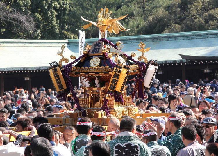 2月:在大殿前华丽的神轿大集合!