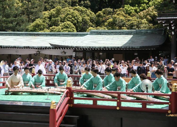 5月:黄金周是使用舞乐与能乐来向神佛供献的日子