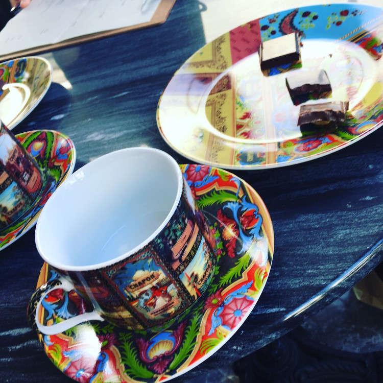 巴黎老字号巧克力品牌首次进驻日本!世界首家附设咖啡馆
