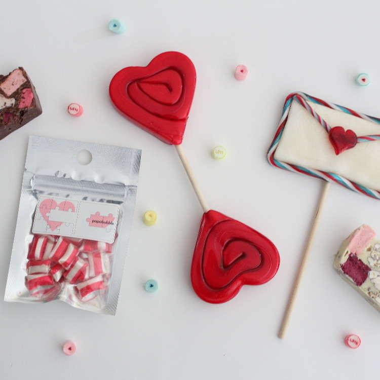让重叠17层的糖果和巧克力伴您度过一个可爱的情人节吧
