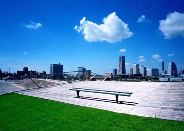 360度のパノラマ絶景!「横浜港大さん橋国際客船ターミナル」
