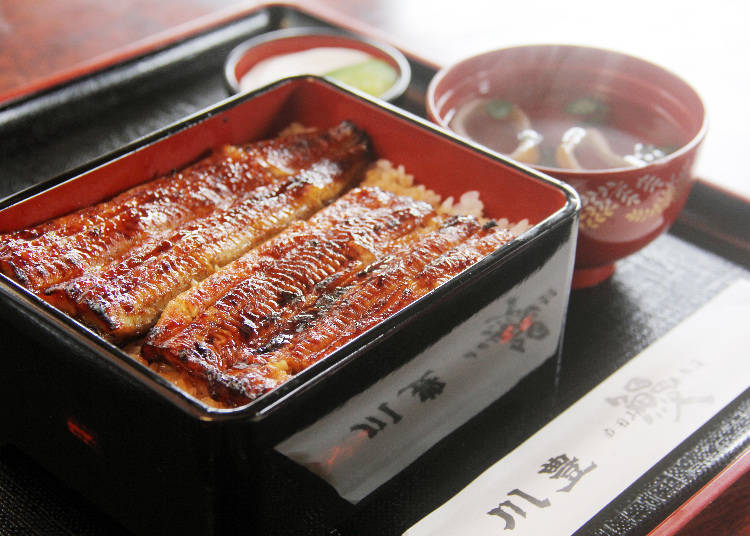 장인의 손맛과 양념이 인기의 비결! 노포 '가와토요'에서 즐기는 '장어찬합'