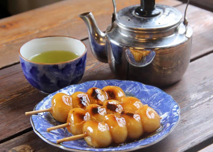 """เคล็ดลับความอร่อยอยู่ที่โมจิที่ทำโดยการใช้ครกตำเอง! นั่งพักกินดังโงะกันสักนิดที่ร้าน """"Goto Dangoya"""""""