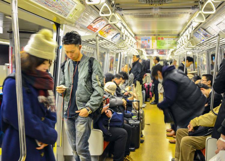 7. 공공장소에서 큰소리로 얘기하지 않는다 <술이 들어가지 않는 이상 일본 사람들은 목소리가 작다?>
