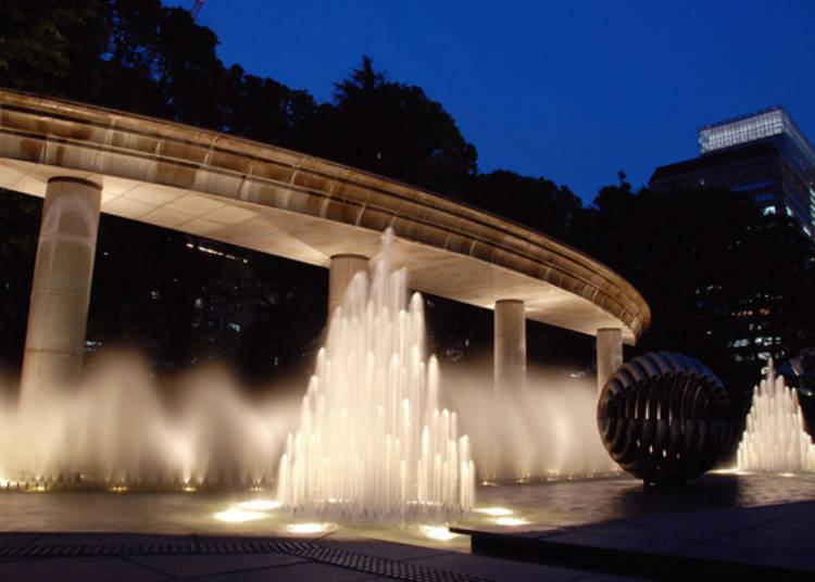 Wadakura Fountain Park: Beautiful Lights at Night