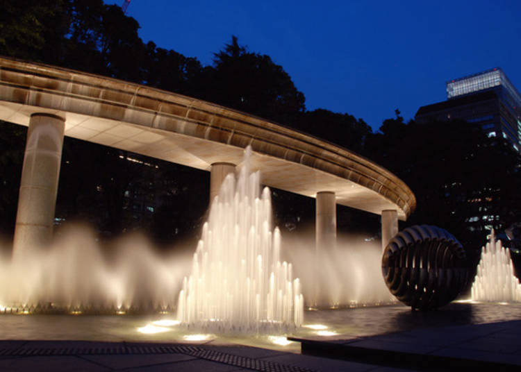 Wadakura Fountain Park: Beautiful Lights at Night