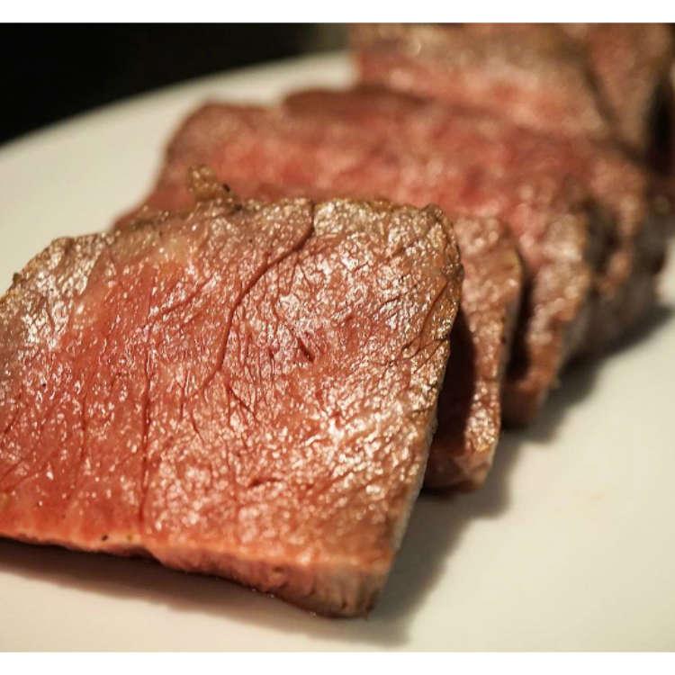 晚上八点以后入店的话1000日元就能享用到牛、猪、鸡肉的自助餐喔!西新宿的『C by favy』开启了「肉美食时光」计画。