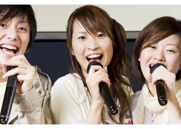 九、和日本朋友唱卡拉ok时,别人在唱歌时要扮演好听众的角色,不要光聊天或吃东西,忽视唱歌的人