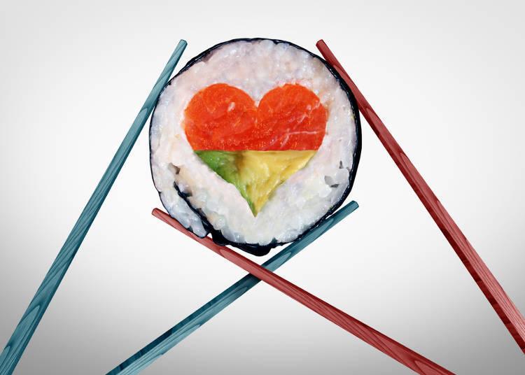 八、用筷子互相传菜大NG!在中国帮人夹菜是盛情的行为,但在日本千万不要用筷子夹菜要对方接