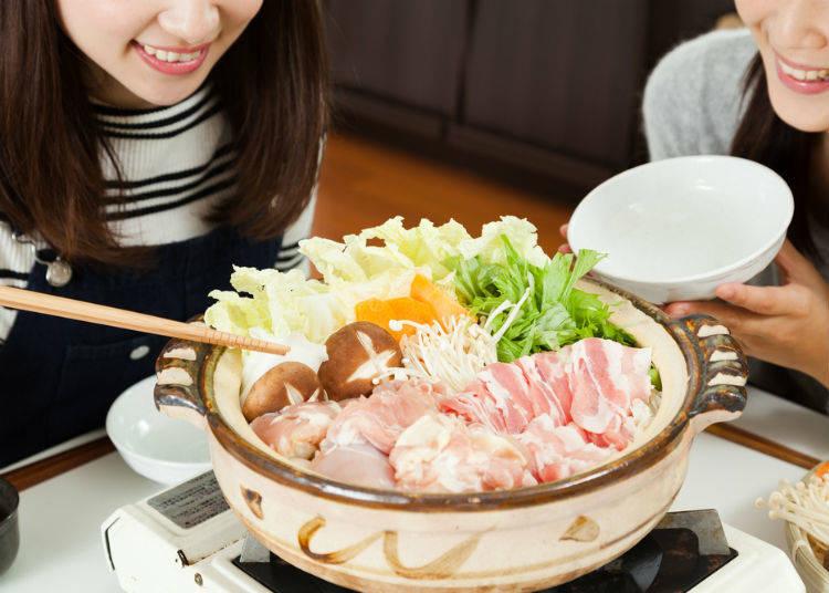 3. 요리는 개인 접시에 옮긴 다음에 먹는다
