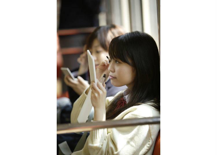 7)不會在公眾場合化妝