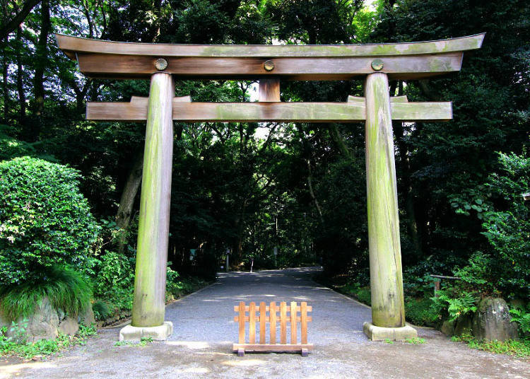 1) Shrine Visit Basics: Which Clothes to Wear, When to Go, Which Entrance to Take