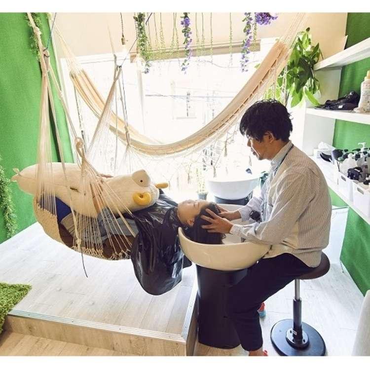 躺在吊床上洗頭!?東京世界首創的吊床美髮沙龍