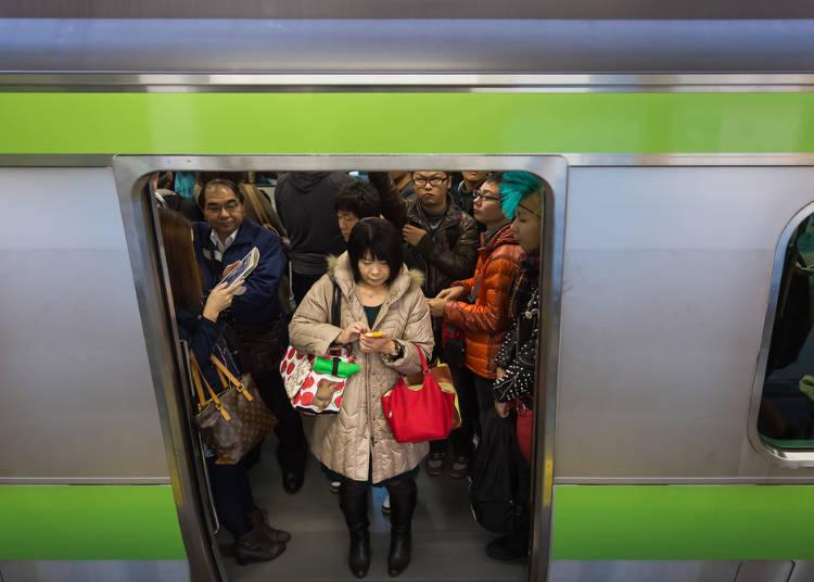 2.列车到站前请勿推挤,要下车时请出声提示