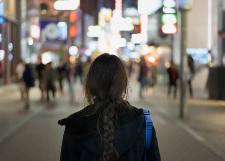 2.夜道を酔っぱらった女性が一人で歩ける!服を着てても着てないのと一緒!!