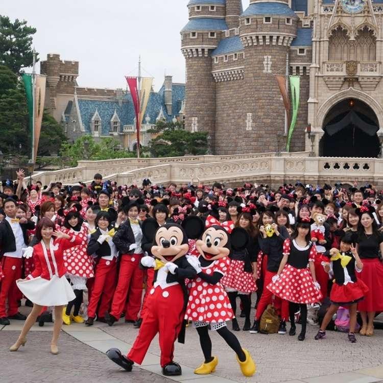 只有迪士尼才有的號召力!500名米奇米妮齊聚一堂,歡慶東京迪士尼萬聖節活動 20 週年