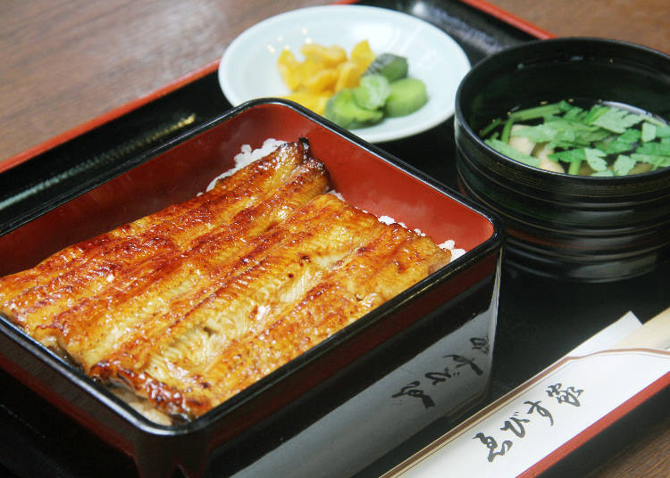 "Eating Shibamata's Signature Dish at ""Ebisuya"""