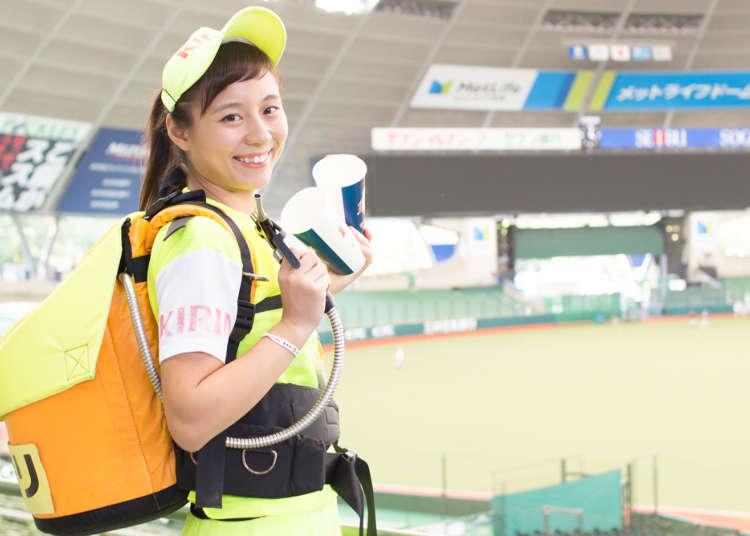 日本棒球場的粉紅焦點!除了甜美笑容還要好體力的啤酒妹