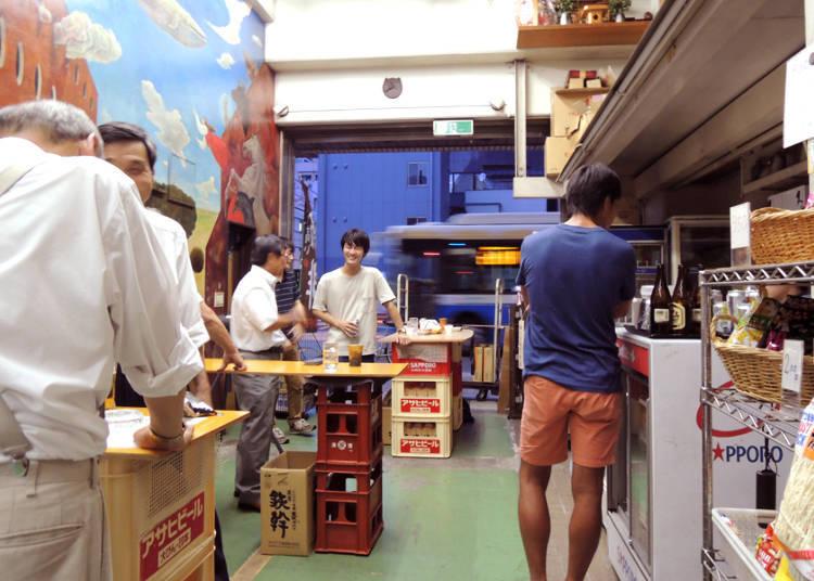 "Ueno Yorozuya Shuho: Try the Fun Custom of ""Kaku-Uchi,"" Drinking at a Liquor Store!"
