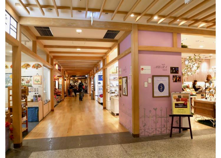 4F 日本紀念品區 / 動漫形象商品區 / 餐飲