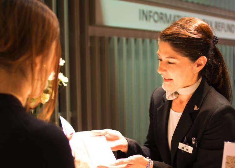 海外観光客も日本の接客にご満悦!外国語も話せる百貨店の美人看板スタッフにやりがいを聞いてみた