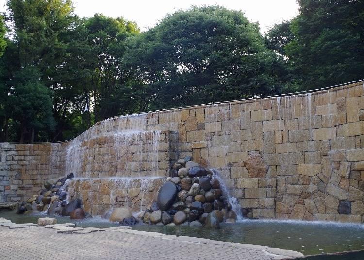 4. 新宿也有「尼加拉瓜大瀑布」?