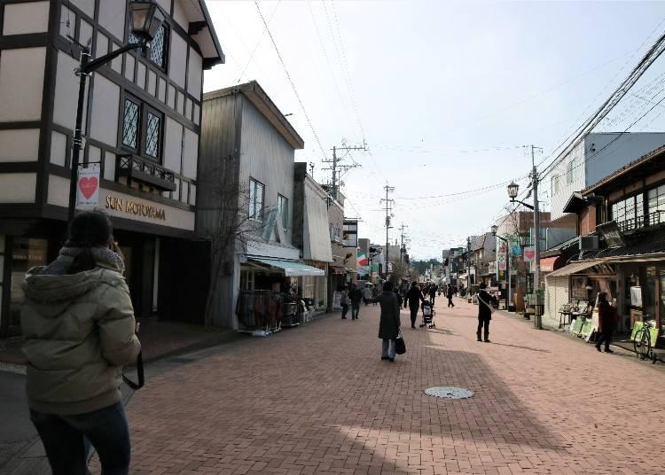 熱鬧又古典的「舊輕井澤銀座通道」