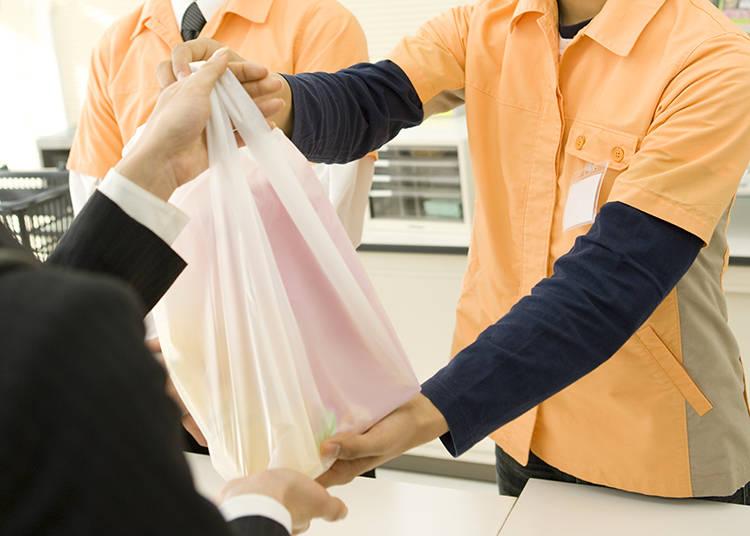 8. 袋はお分けしますか? Fukuro wo owake shimasu ka? - Would you like these items bagged separately?