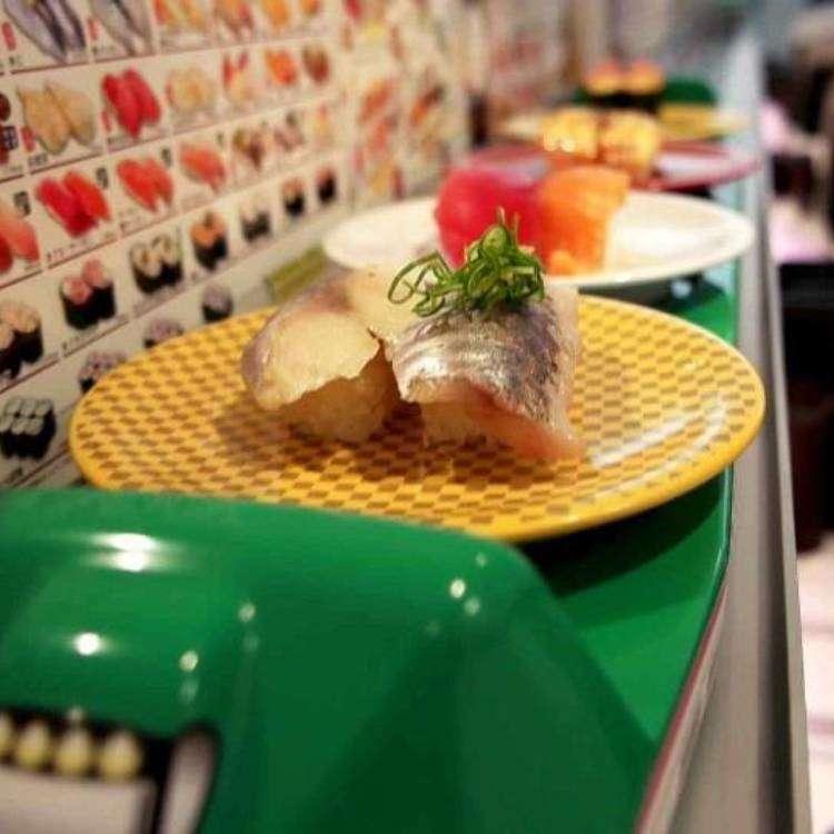 [동영상] 일본의 회전 초밥(스시)집의 변신! 회전초밥 체인점 우오베이에서 빠른 스피드로 초밥을 나르는 이것은...