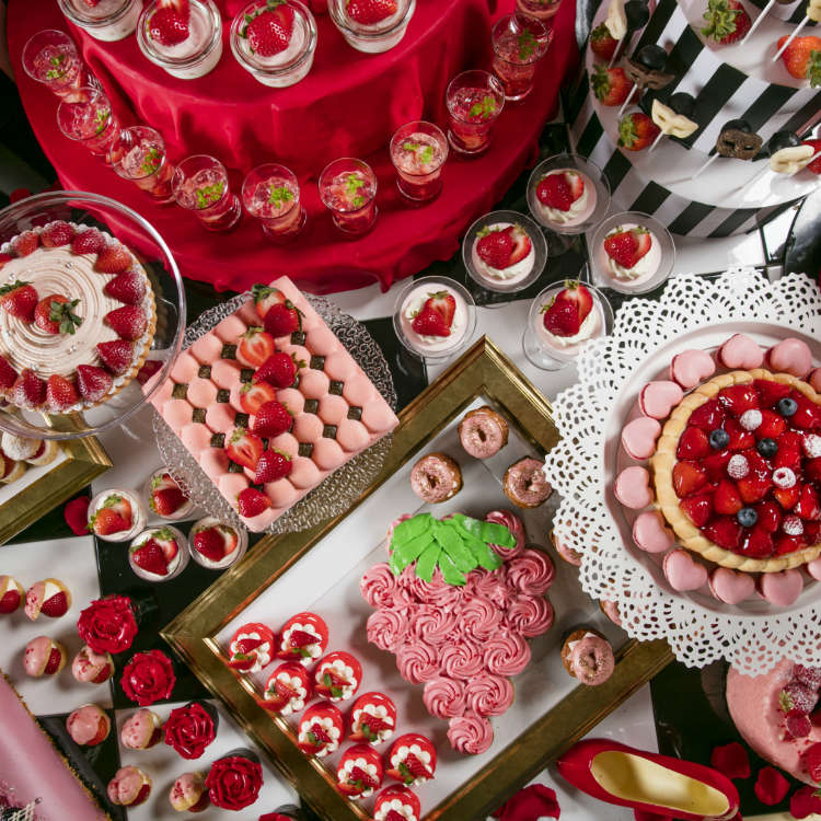 Strawberry All-You-Can-Eat-Buffet Hilton Tokyo Odaiba: Welcome to the Lovely Strawberry Masquerade!