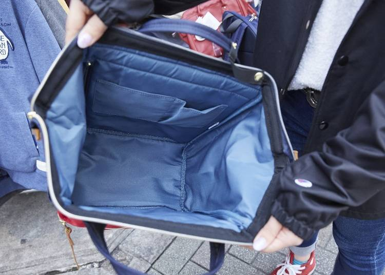 """The main space is quickly accessible via the zipper and you can take things  in and out without having to put the backpack down."""" 2ed203b7be9ab"""