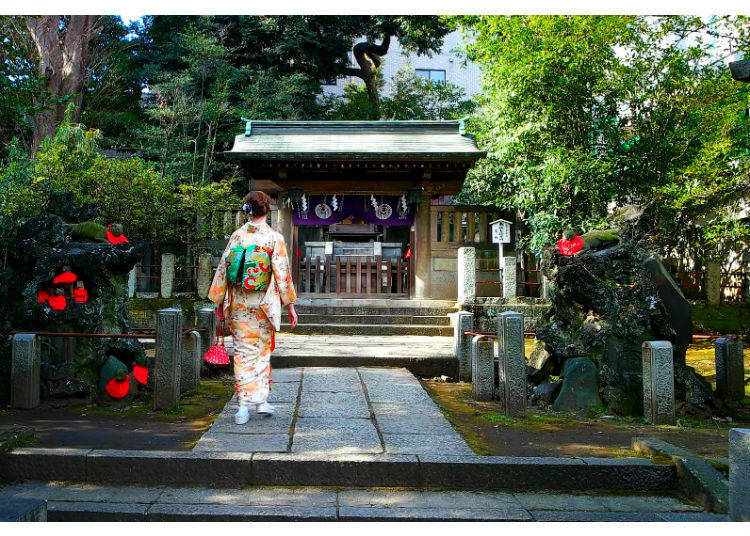 Omairi: Worshipping at Shrines