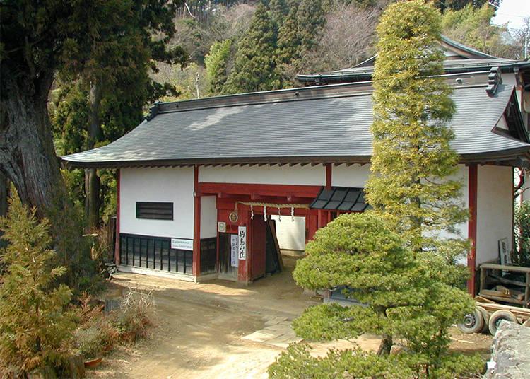 1) Shukubo Komadori Sanso: A Stunning Mountain Lodge near Mitake Shrine (Ome City, Tokyo)
