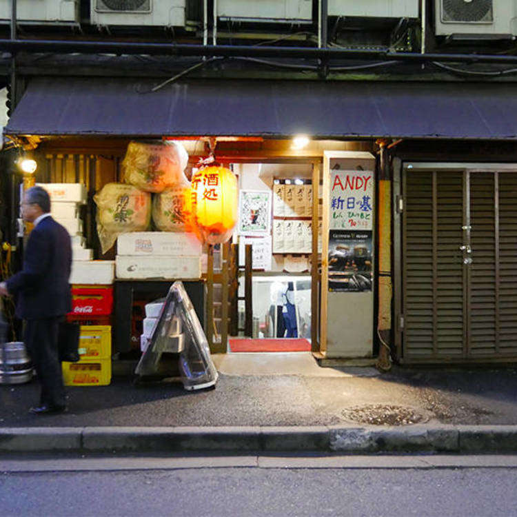 "Cozy and Fun: Experience Casual Tokyo at a ""Pub Under the Rails"""