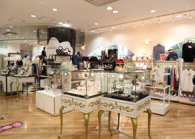 The shop is hard to miss – there are large statues of Hello Kitty and My  Melody right at the entrance. Sanrioworld GINZA 1F d33db1e066bbb