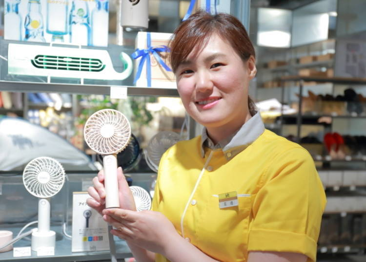 "Compact Fan Perfect for Use in the Office: ""Rechargeable Handy Fan (with aroma tray)"" 2,300 yen"